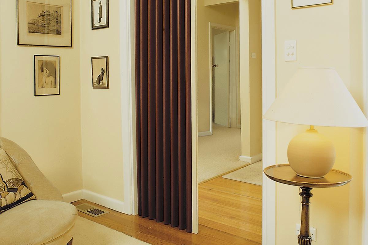 shrnovací dveře do interiéru