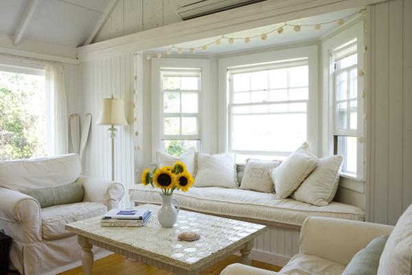 Okenní parapety jako místa pro pohodlné sezení
