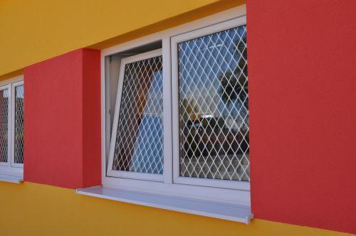 zabezpečená okna