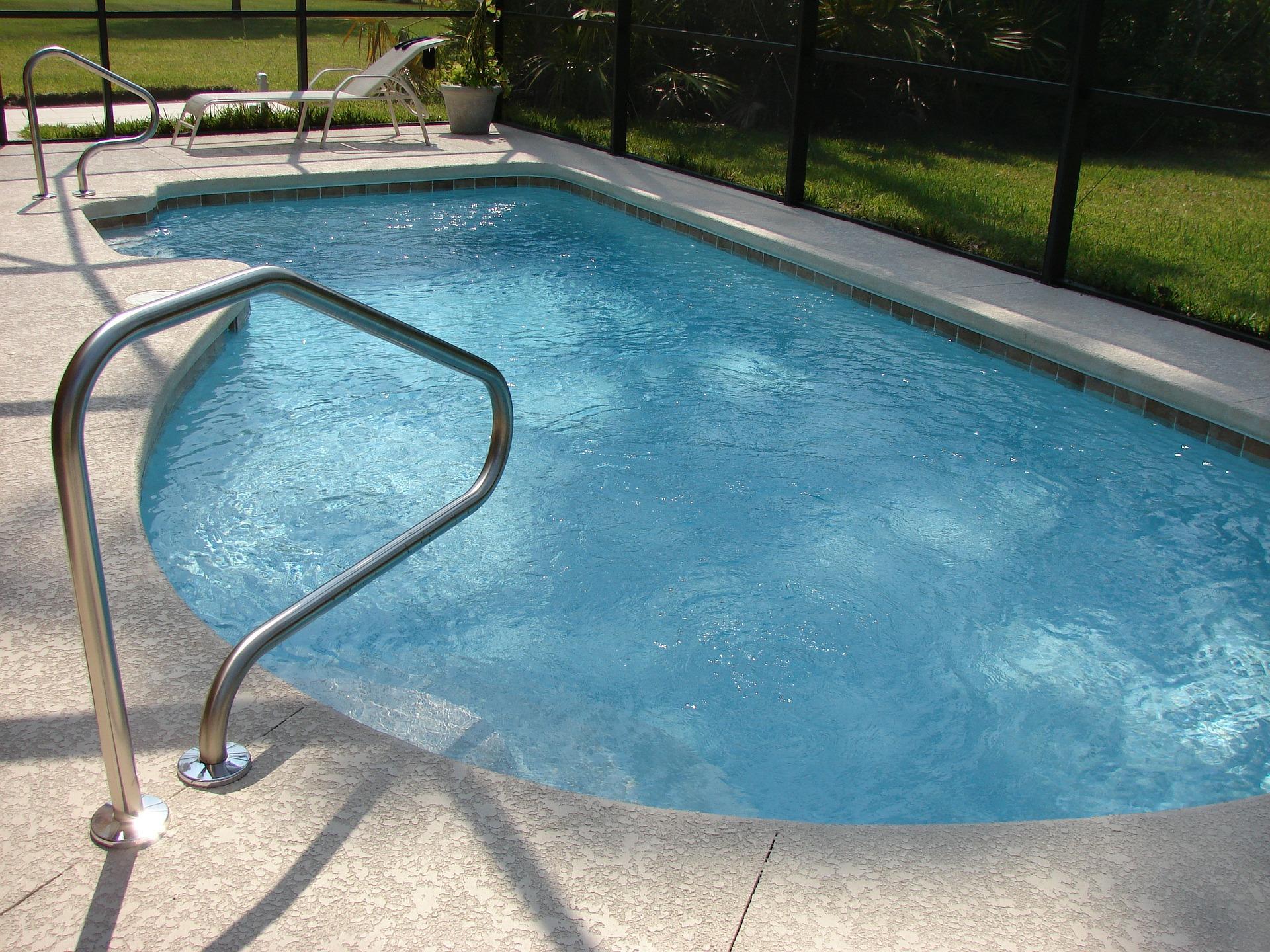 Léto je tady: je lepší bazén, nebo vířivka
