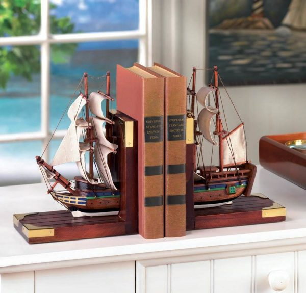 ship-wooden-bookends-travel-themed-decorating-ideas-600x575