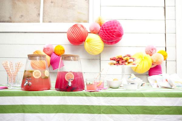 Crepe-paper-balls-and-other-summer-party-decorations